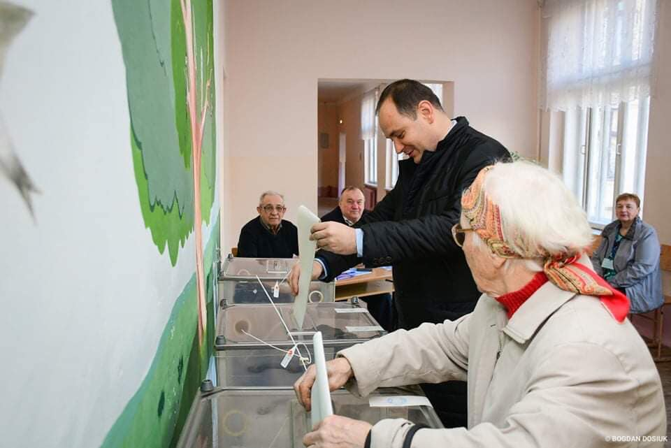 """""""Між брехнею і ганьбою обрав брехню!"""": Марцінків віддав свій голос у другому турі виборів"""