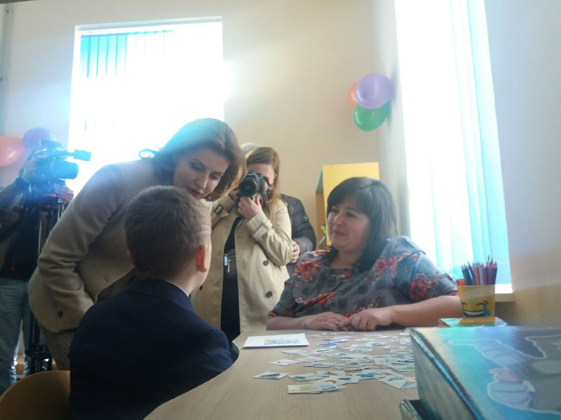 Марина Порошенко відкрила медіатеку та ресурсну кімнату в одній зі шкіл Коломиї (ФОТО)