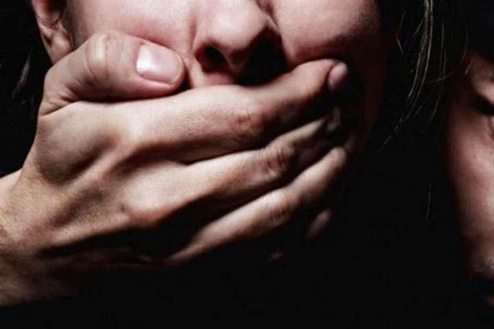 На Тлумаччині правоохоронці оперативно затримали ґвалтівника неповнолітньої дівчини (ВІДЕО)