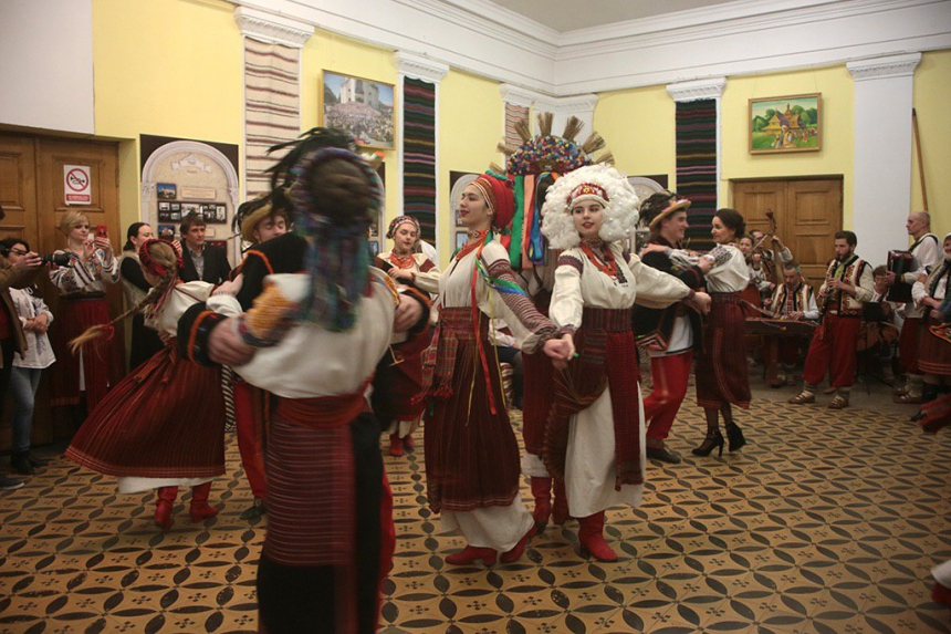 Марина Порошенко взяла участь у відкритті Всеукраїнського фестивалю народної хореографії «Покутські витоки» (ФОТО)