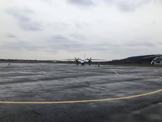 Аеропорт Ужгород відновив обслуговування регулярних рейсів (ВІДЕО)