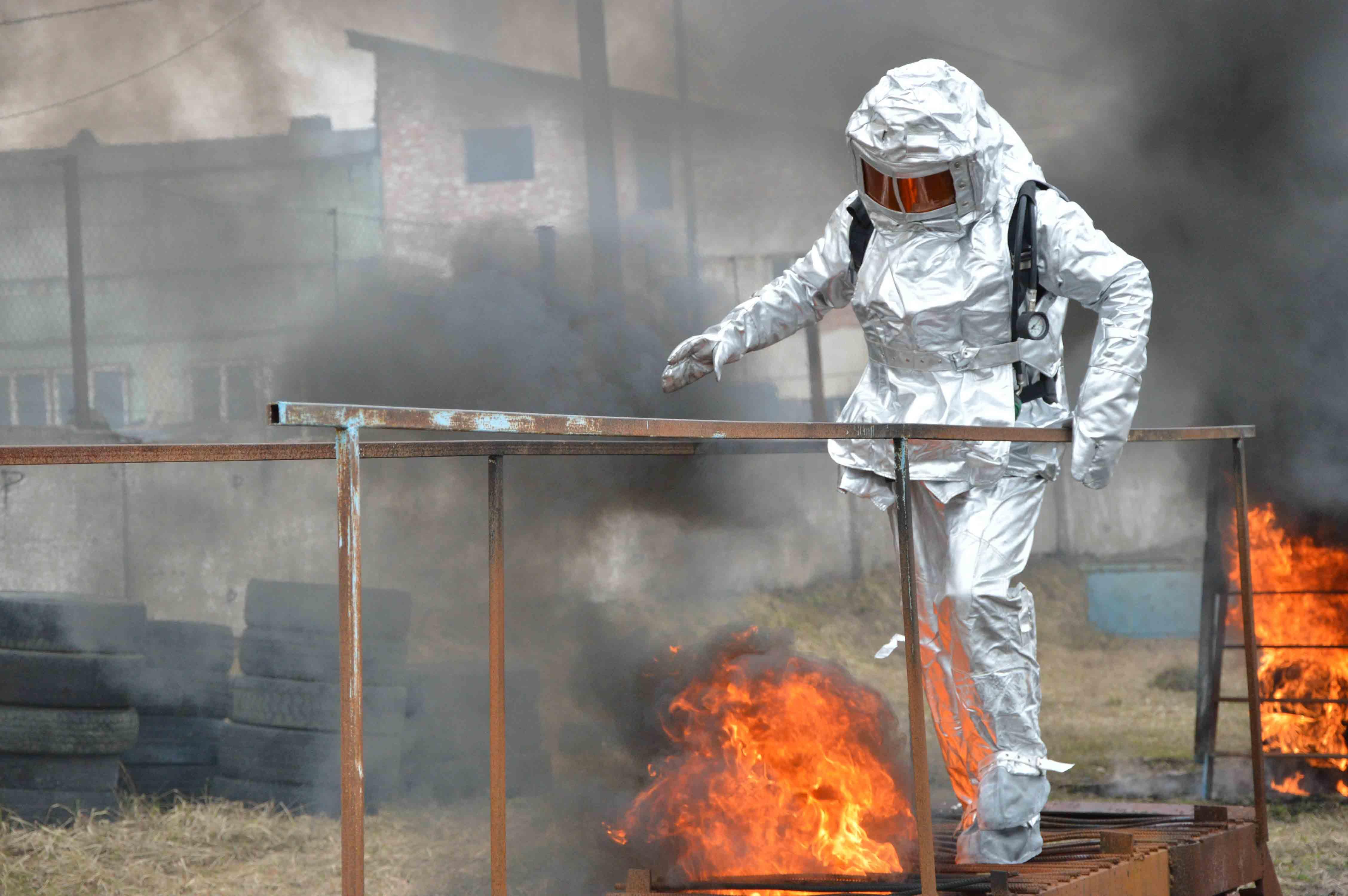 Як надзвичайники Прикарпаття вогневу смугу і дим долали (ФОТО)