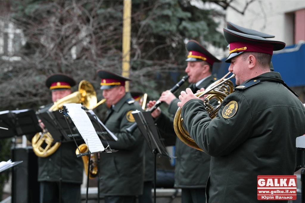 У центрі Франківська, з нагоди п'ятої річниці створення нацгвардії, виступив військовий оркестр (ФОТО, ВІДЕО)