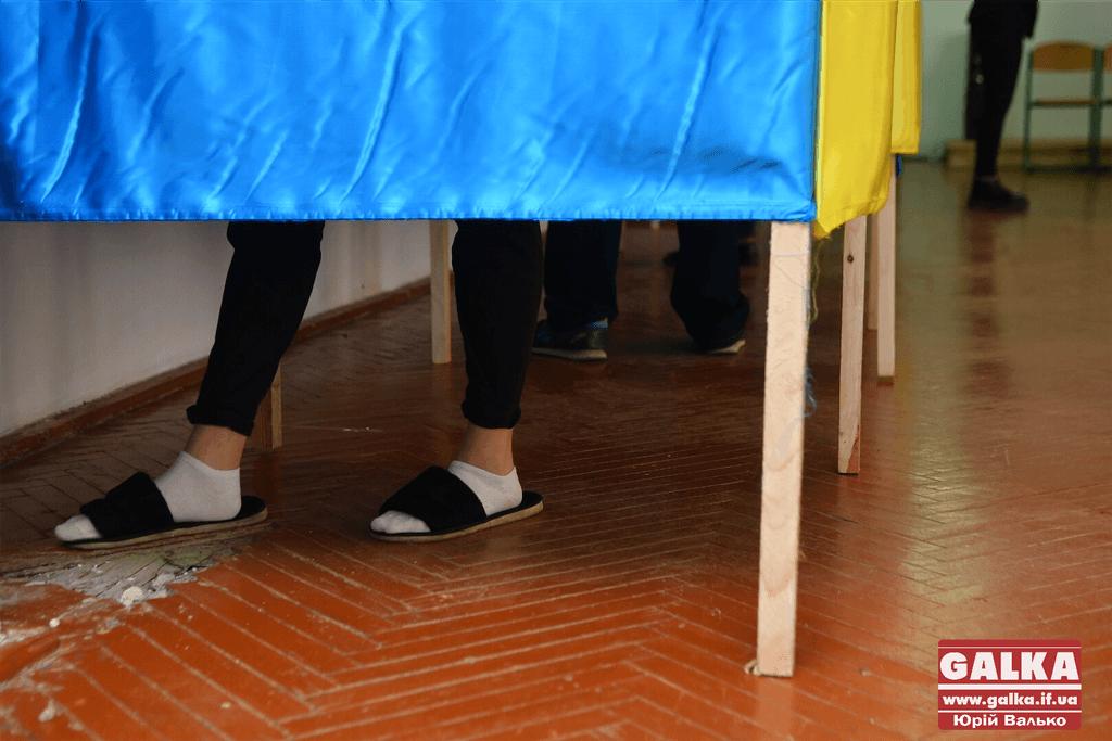 А молодь голосуватиме пообіді. Як обирають президента у студентському гуртожитку (ФОТО)