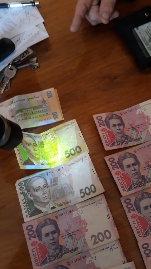 На хабарі в600 доларів США викриливисокопосадовця в Коломиї (ФОТО)