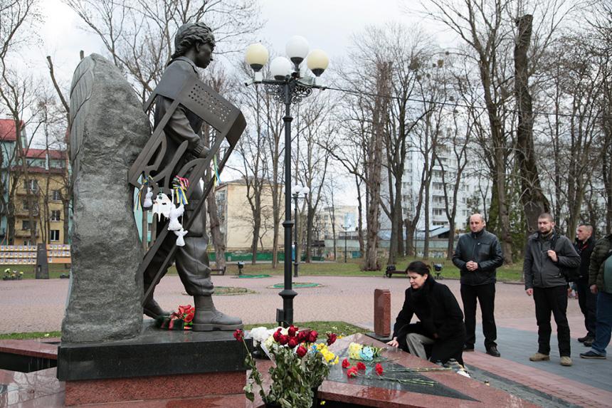 Міністр у справах ветеранів України вшанувала пам'ять загиблих прикарпатських учасників АТО/ООС (ФОТО)