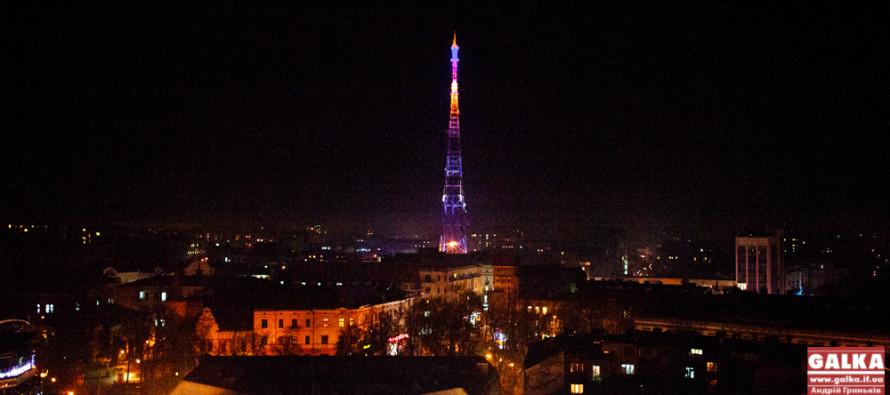 В Івано-Франківську п'яні студенти видерлися на телевежу (ФОТО)
