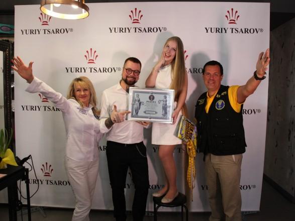 Школярка стала рекордсменкою України за довжиною волосся (ВІДЕО)
