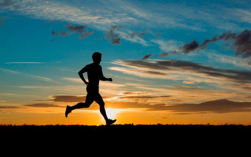 Дорогою пригадував прожиті роки: 60-річний прикарпатець пробіг від Франківська до Долини (ФОТО)