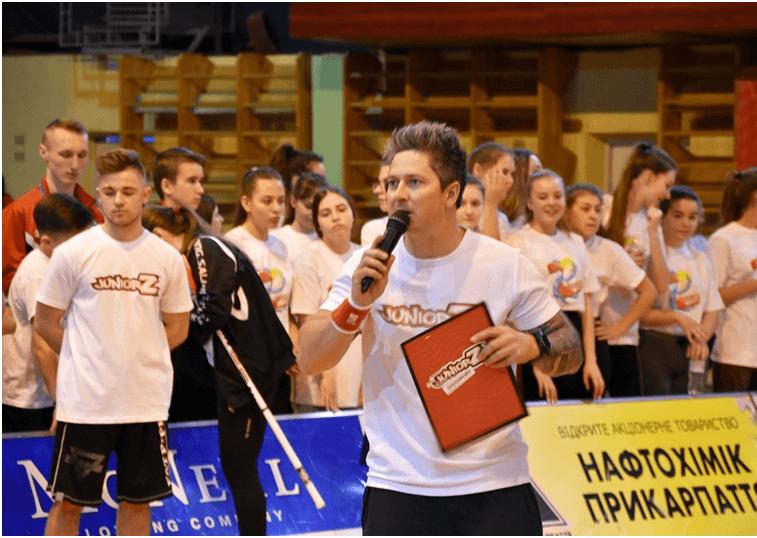 Франківська молодь зіграла з ведучим Олександром Педаном у флорбол (ФОТО)