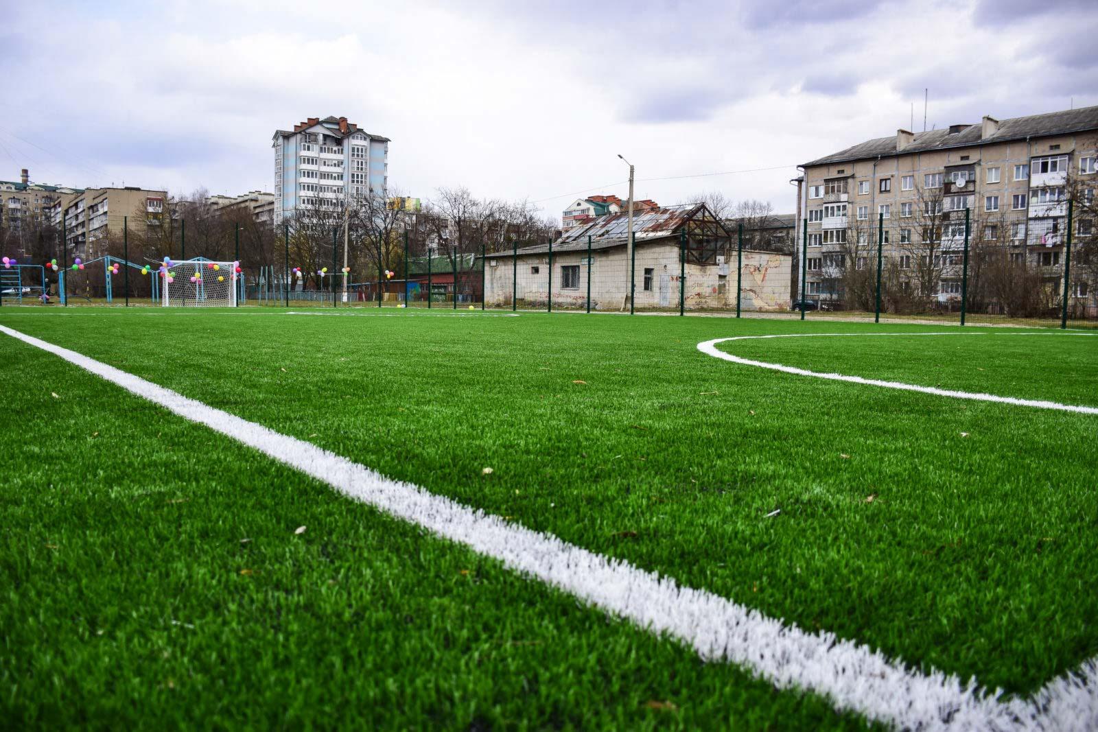 У франківській школі оновили спортмайданчик (ФОТО)
