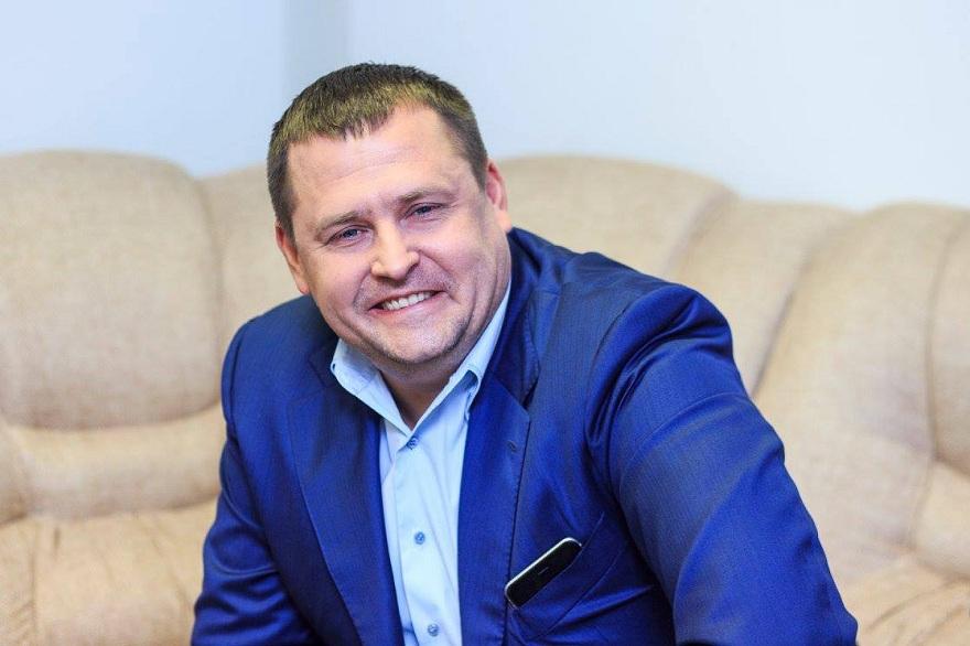"""Очільник Дніпра пообіцяв 200 тисяч з """"мерського фонду"""" за зламану руку вандала"""