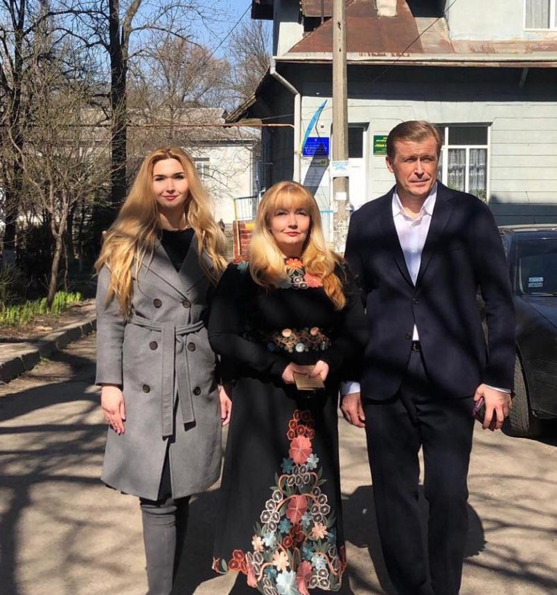 Голова Івано-Франківської ОДА з сім'єю проголосував на виборах Президента України (ФОТОФАКТ)
