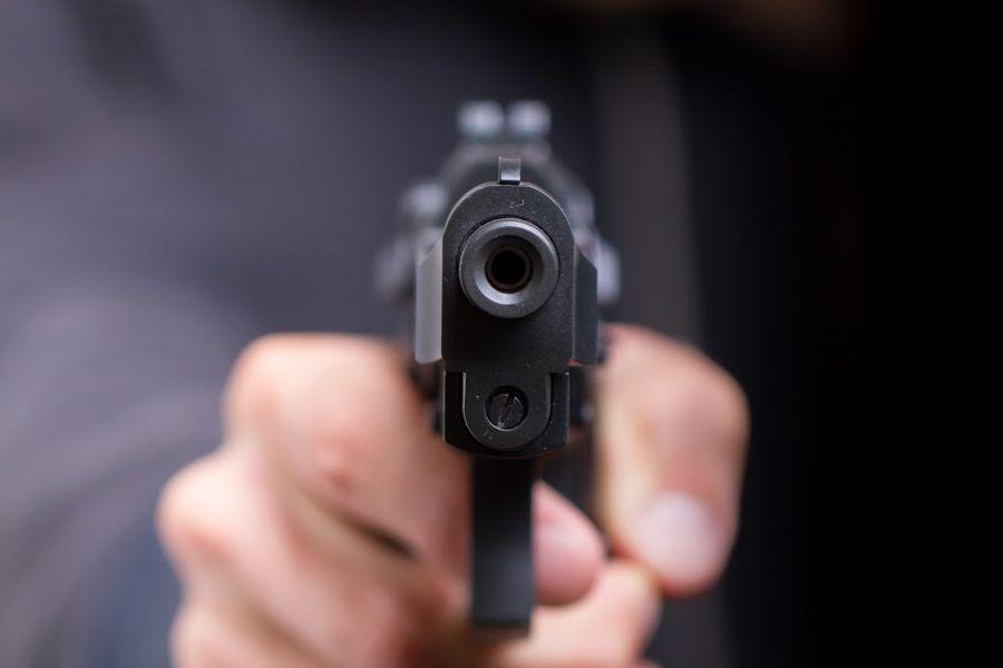 """На Тлумаччині юнак придбав """"на ринку"""" пістолет і розгулював із ним селом"""