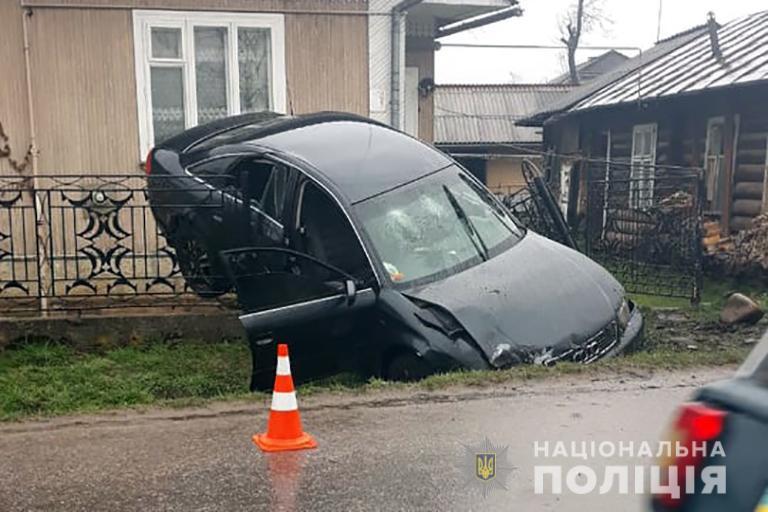 З'явилися подробиці вчорашньої ДТП на Рожнятівщині: водій був напідпитку (ФОТО)