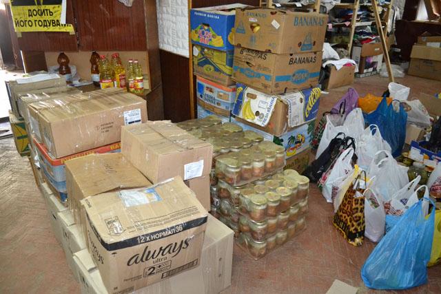 Прикарпатські волонтери передали бійцям ООС продукти (ФОТО)