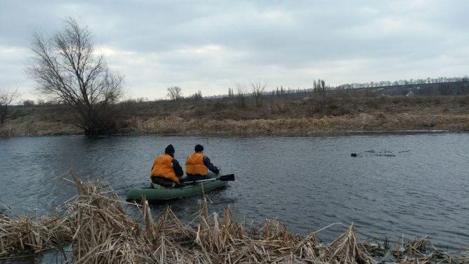 У Коломиї п'яні чоловіки відкрили сезон купання, але їм завадили рятувальники