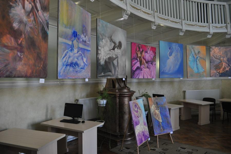 Лікарка-художниця відкрила виставку живопису в Івано-Франківську (ФОТО)