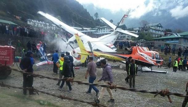 У Непалі зіткнулися літак і вертоліт (ФОТО, ВІДЕО)