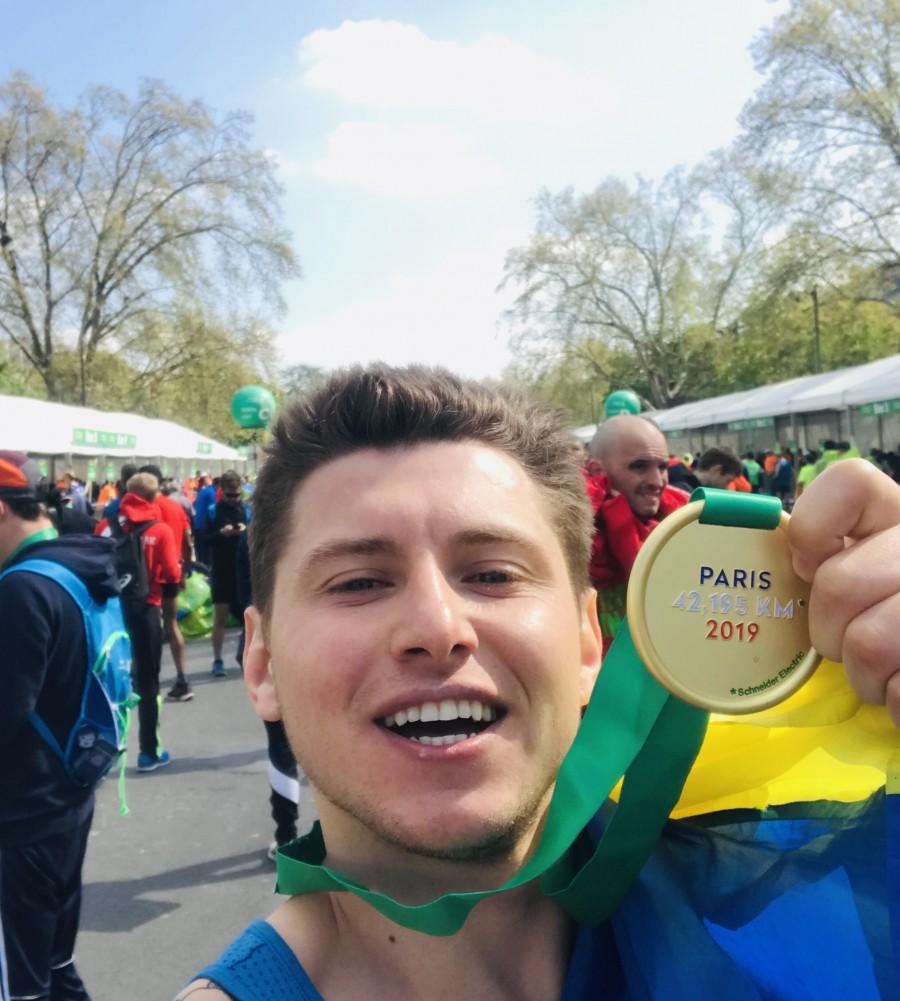 """Франківський бігун подолав 42-кілометровий """"Паризький марафон"""" (ФОТО)"""