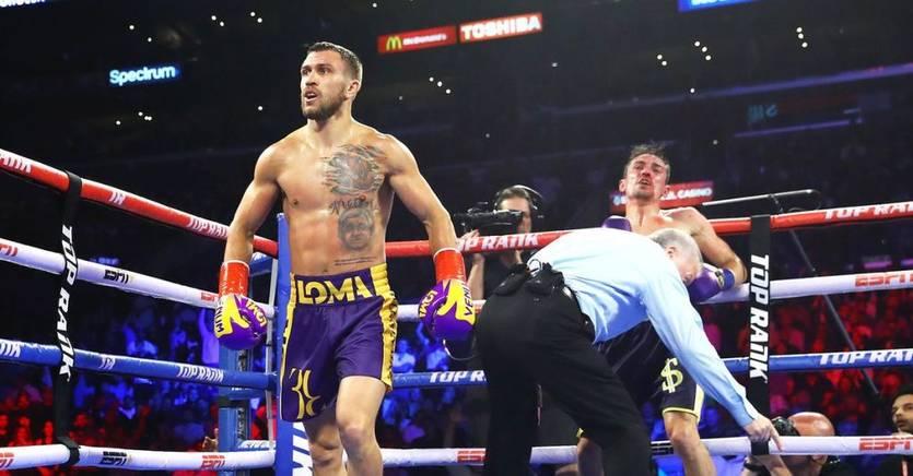 Український боксер Ломаченко нокаутував британця Кроллу і захистив чемпіонські пояси (ВІДЕО)