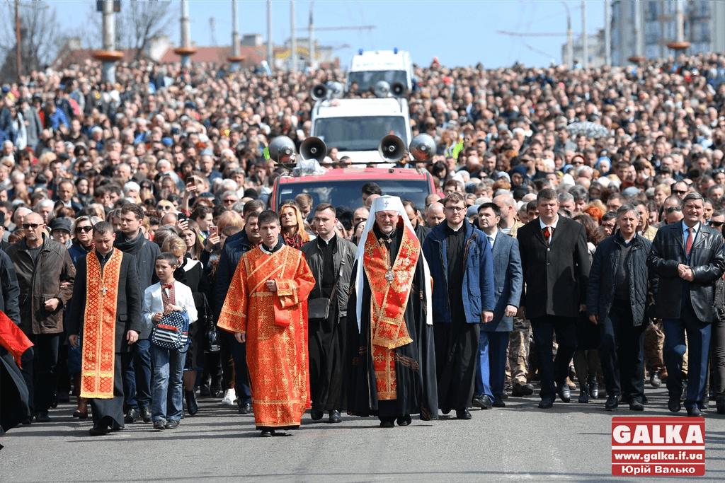 Тисячі прикарпатців вийшли на Хресну ходу в Івано-Франківську (ФОТО)