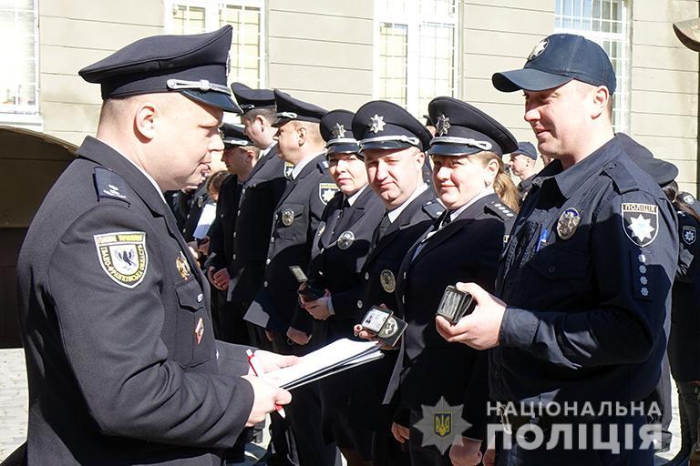 Поліцію Івано-Франківщини переодягли у літню форму одягу (ФОТО)