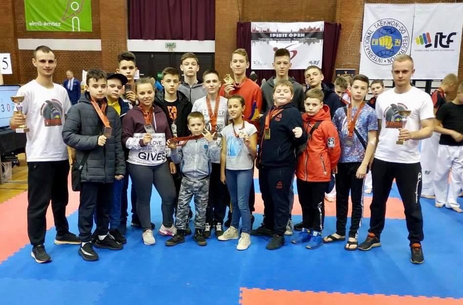 Франківські таеквондисти привезли 13 медалей з турніру в Угорщині (ФОТО)