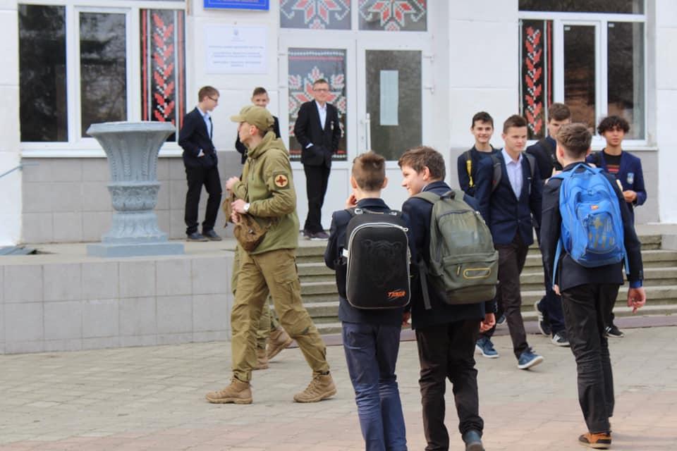 Як учасники АТО захищають школярів у Івано-Франківську(ФОТО)
