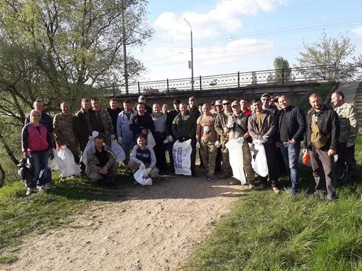 Учасники АТО влаштували толоку у приміських селах Франківська (ФОТО)