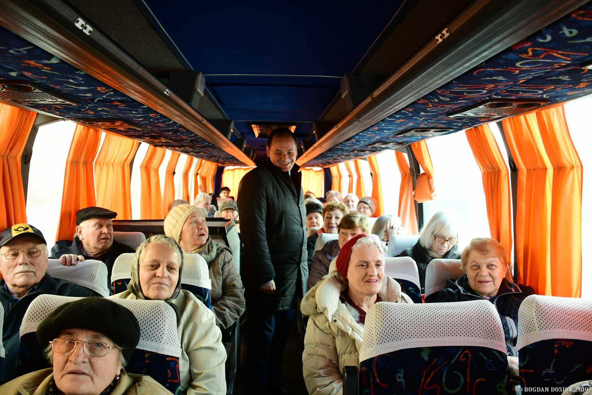 """Чергова група пенсіонерів поїхала на оздоровлення у """"Лімницю"""" (ФОТО)"""