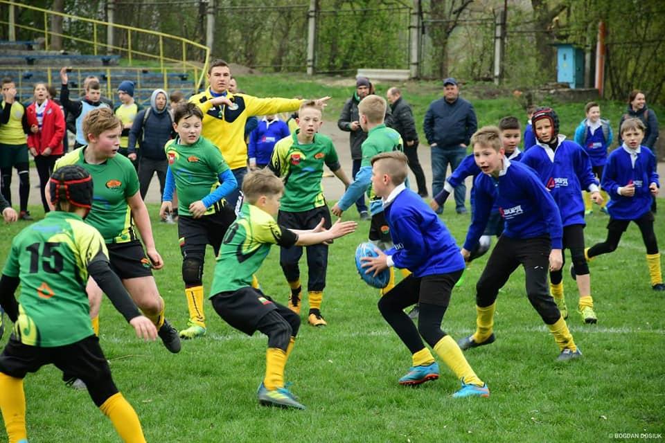 Як у Франківську юні регбісти з України та Литви змагаються за кубок міста (ФОТО)