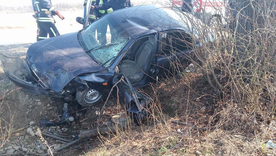 На Франківщині автівка з'їхала в кювет, є постраждалий (ФОТО)