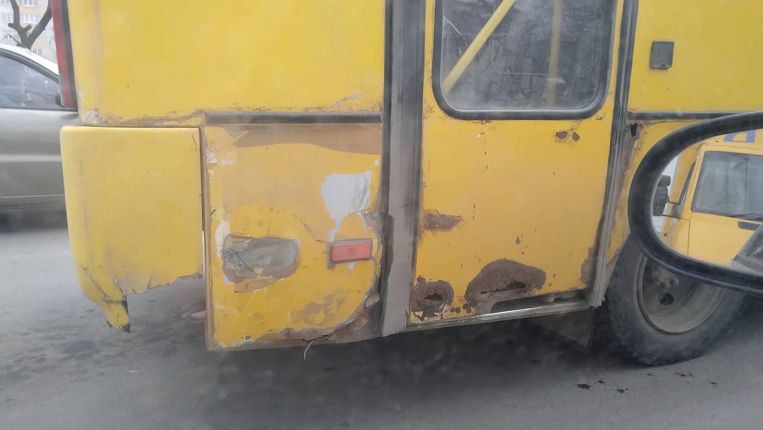 """""""Таке їхати не може"""", – Марцінків обурився через стан автобуса приватного перевізника (ФОТОФАКТ)"""