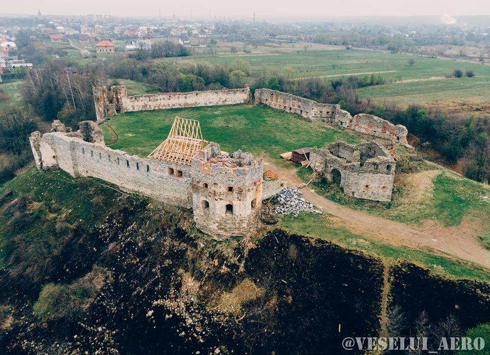 У мережі показали неймовірну красу Пнівського замку з висоти (ФОТО)