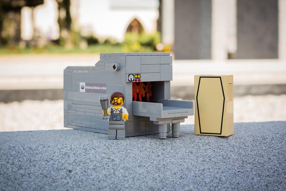У Відні продають Lego на тему смерті і похоронних церемоній (ФОТО)