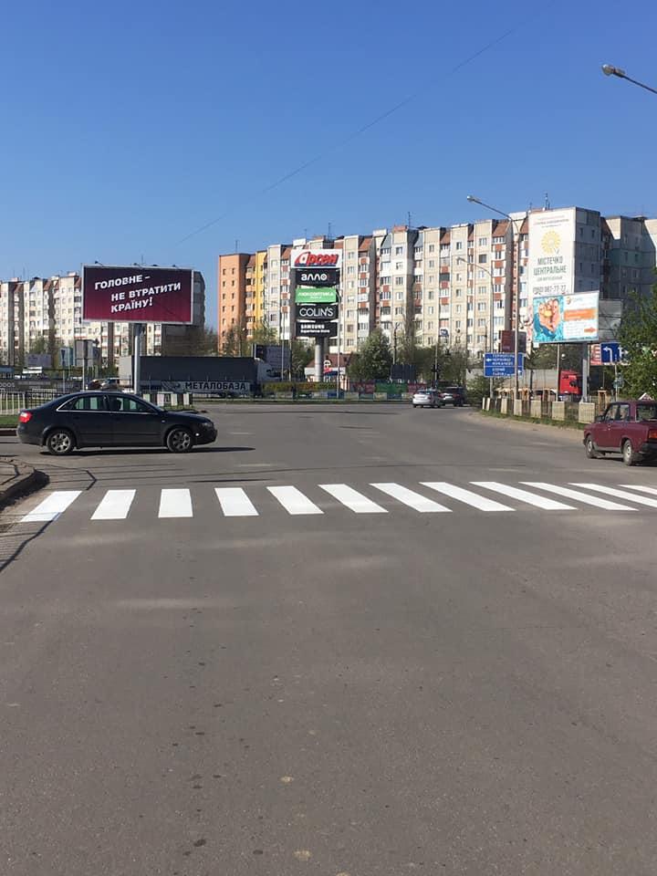 На вулицях міста почали наносити дорожню розмітку (ФОТО)