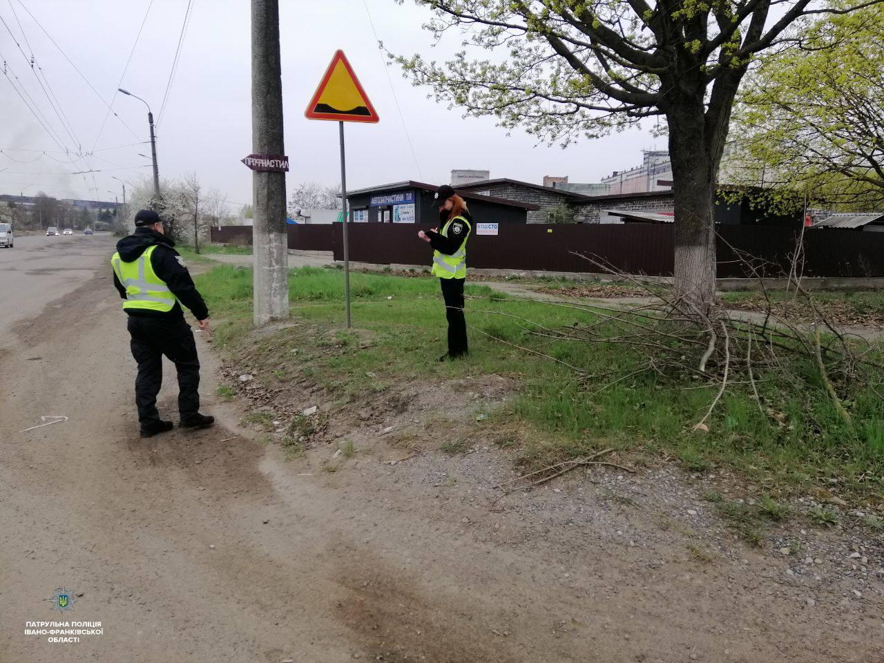 Патрульні обстежили дороги Прикарпаття: склали 24 адмінматеріали