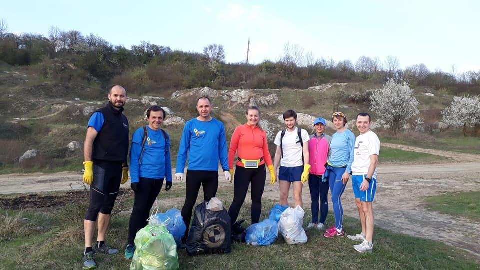 Франківські бігуни прибрали сміття на Вовчинецьких горах (ФОТО)