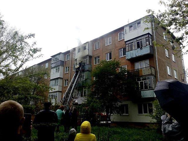 У Калуші з палаючої квартири врятували п'яного чоловіка (ФОТО,ВІДЕО)
