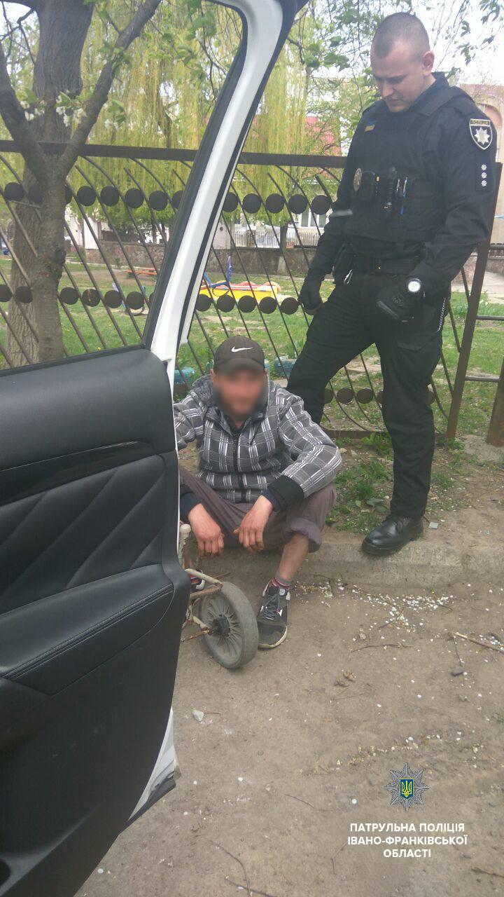 Впродовж дня в Івано-Франківську патрульні виявили двох осіб, які були у розшуку (ФОТО)