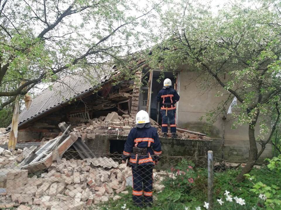 На Калущині в приватному будинку стався вибух газу: постраждала жінка (ФОТО)