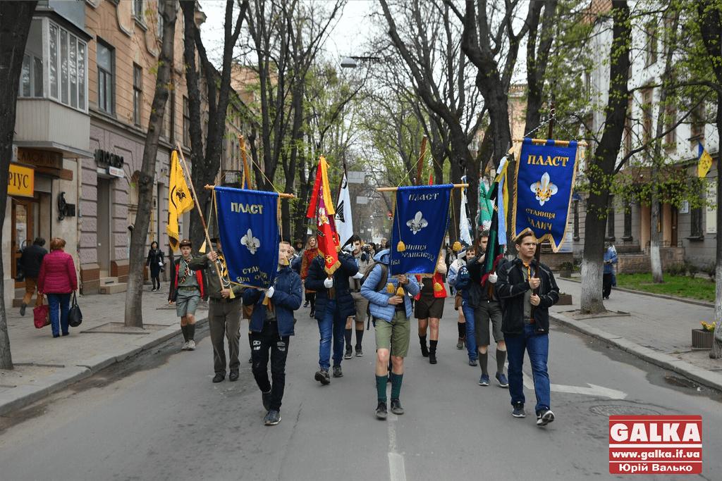 """Урочистий марш і віче. Як у Франківську святкують 107 річницю створення """"Пласту"""" (ФОТО, ВІДЕО)"""