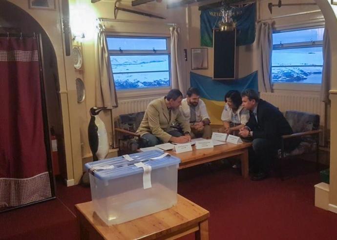 """""""Явка 100%"""": Антарктида проголосувала за президента"""