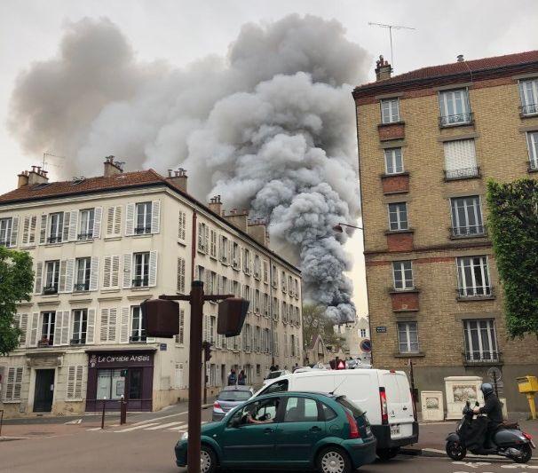 У Франції спалахнула пожежа біля Версалю (ВІДЕО, ОНОВЛЕНО)