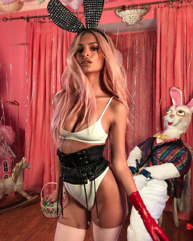 Еротичний великодній кролик: Емілі Ратаковські привітала зі святом (ФОТО 18+)