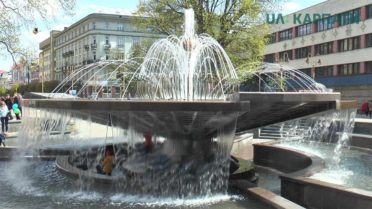 В Івано-Франківську запрацювали міські фонтани (ВІДЕО)