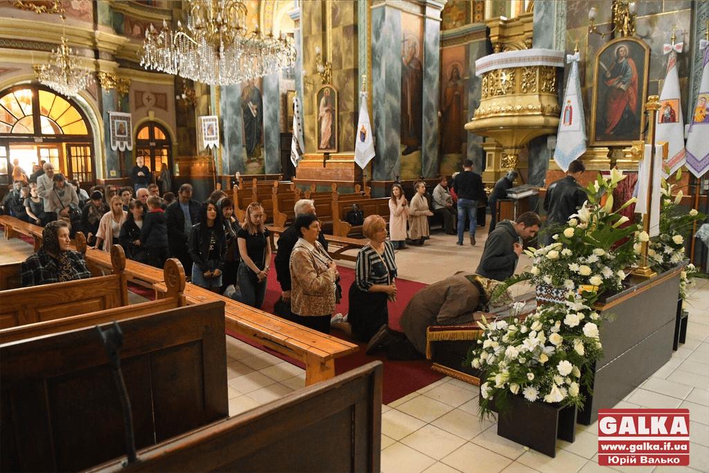 У франківських храмах вшановують святу плащаницю (ФОТО)