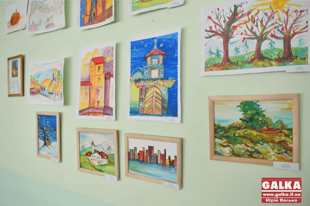 В Івано-Франківську представили виставку живопису вихованця навчально-реабілітаційного центру (ФОТО)