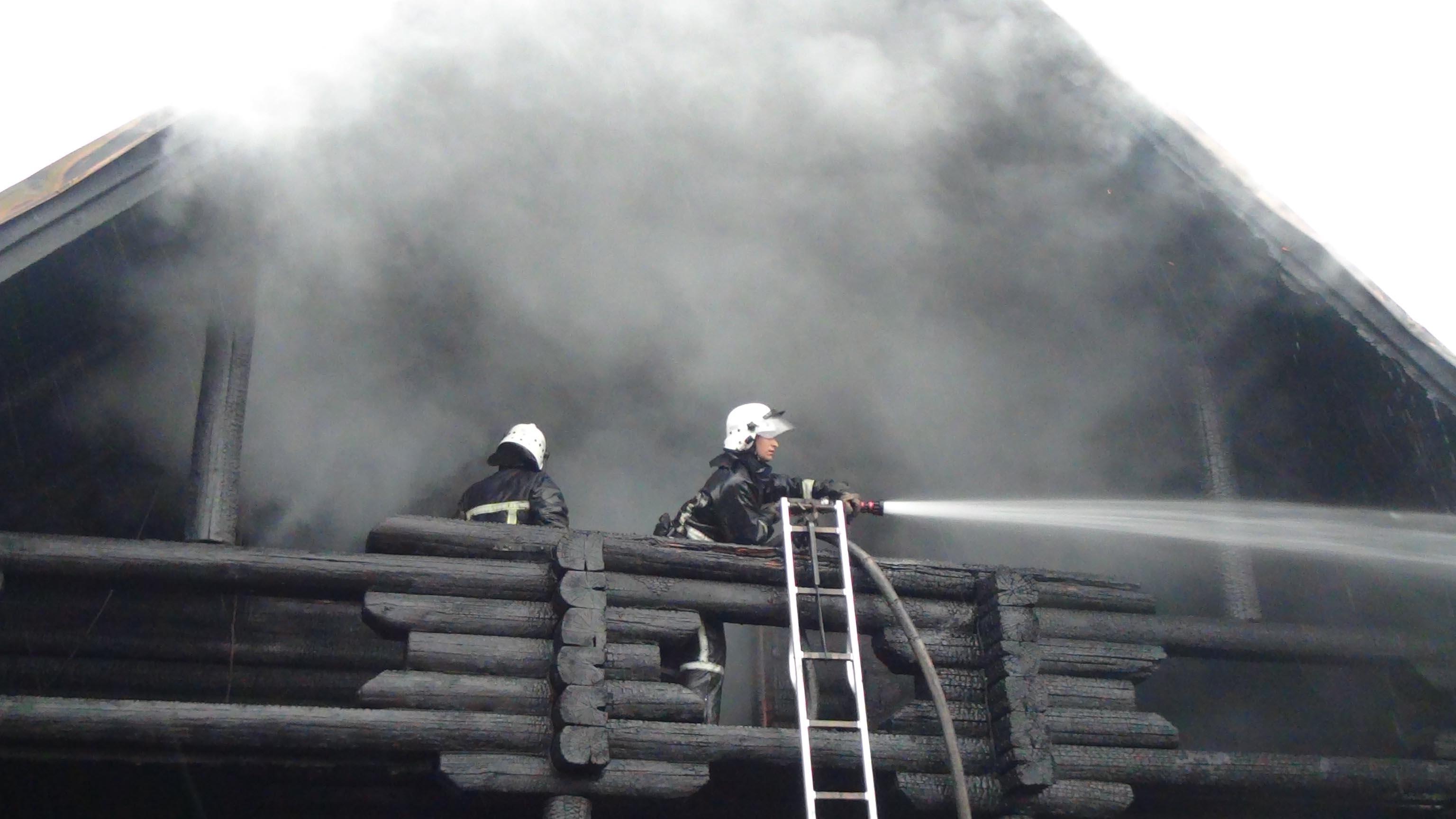 На Прикарпатті горіла сауна на території готельно-ресторанного комплексу (ФОТО, ВІДЕО)